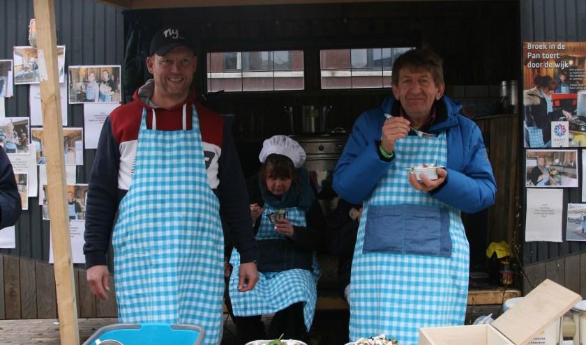Dagkok Martijn, verhalenkok Yvonne en muziekkok Wim in hun rijdende keuken