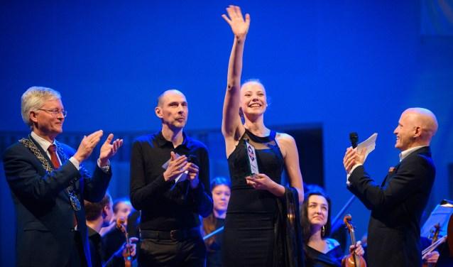 Strijkorkest Kamerata Zuid, onder leiding van dirigent Frank Adams, begeleidde de scholiere. foto: Jostijn Ligtvoet Fotografie