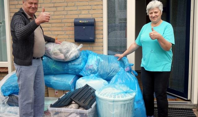 Milenko (68) en Vlafanka (65) Lepanovic wonen en werken al sinds 1973 in Boxmeer. Het stel zamelt spullen in voor Bosnië. (foto: Tom Oosthout)
