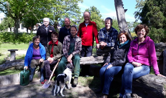 Staand: Karel, Martijn, Thomas en Han. Zittend: Gerda, Lida, Ferdi, Annelies en Marian. Dinie, Ron en Martin ontbreken. (foto: Ceciel Bremer)