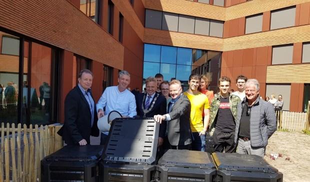 Op de foto vlnr Anton Ram (directeur ai Vitalis), vakdocent Johan Segers, burgemeester Buijs en Rob Neutelings (voorzitter RvB ROC West-Brabant)