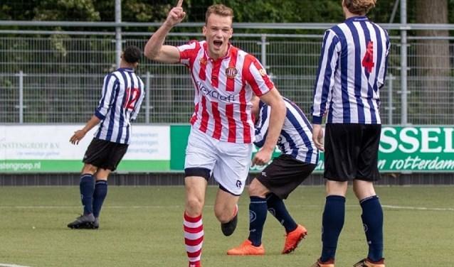 Robin van der Sman heeft zojuist de 0-1 binnen gekopt