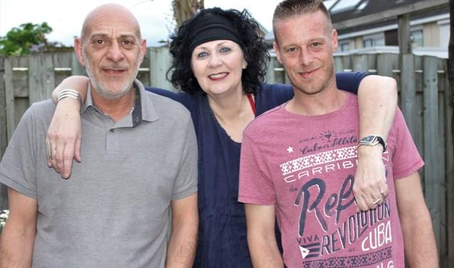 Harold, Franca en Michel beheren de Facebookpagina Hoezo Alleen en brengen alleenstaande mensen samen. Foto: Wendy van Lijssel
