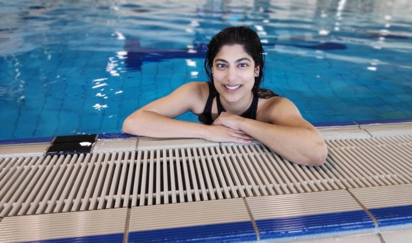 Nanda van Heteren zwemt drie keer week bij een zwemvereniging, maar door smetvrees vrijwel nooit in het buitenwater... tot nu!