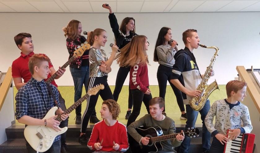 Schoolband Metameer treedt op tijdens open podium in Boxmeer. Foto: Rolf Hupkes (Metameer)