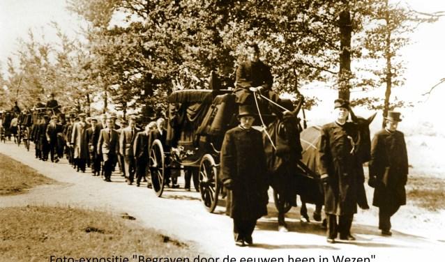 Een van de foto's die op de open dag te zien zijn in de expositie 'Begraven door de eeuwen heen in Wezep'. (Bron: Rouwzorg Riny)