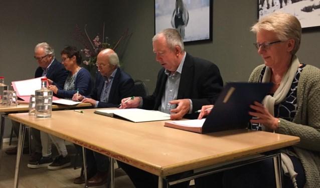 V.l.n.r. René Smits (Stromenland), Lia van Meegen (SPOM), Eddy Brunekreeft (SPOM), Sjef van Elk (gemeente Druten) en Ingrid de Bonth (GGD)
