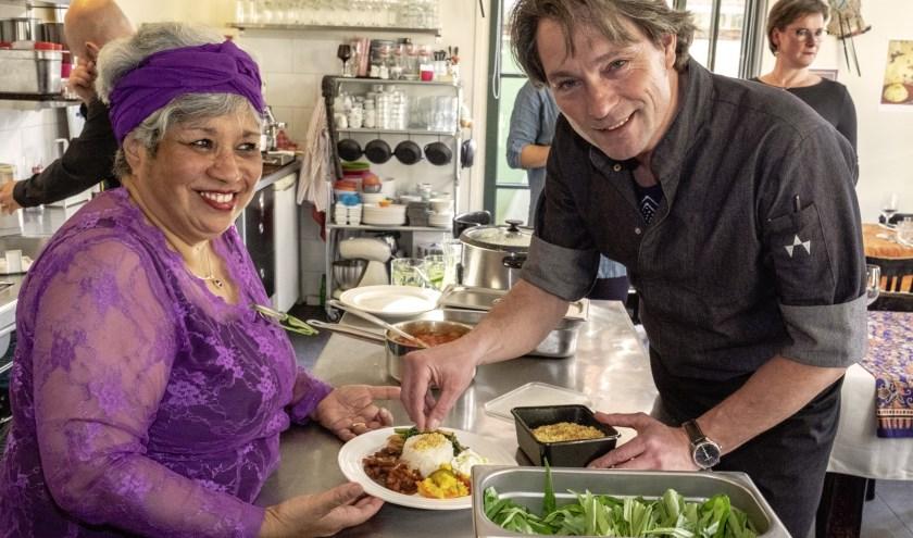 Betty en Allard in hun kookstudio (foto: Suzanne Liem).