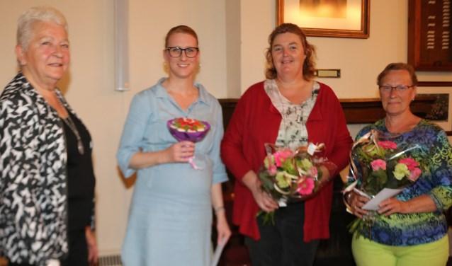 Voorzitter Truus Gersen, links, met de dames van Zet m Op. (Foto: Arjen Dieperink)
