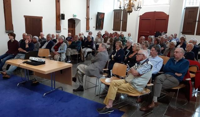 Er werd zaterdag aandachtig naar professor Frits van oostrom geluisterd.