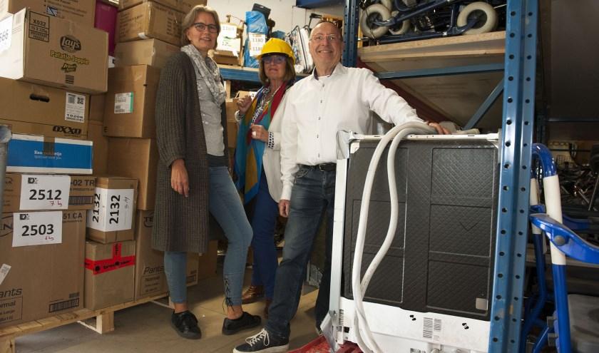 Het bestuur van de stichting 4WDcare, Jolande Cornelissen, Petra Munsterman en Hans Saris (v.l.n.r.). (foto: Ellen Koelewijn)