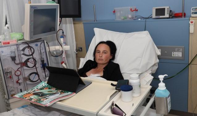 Tot een nieuwe donornier gevonden is moet Lieke drie keer in de week naar de dialyse. (foto Marco van den Broek)