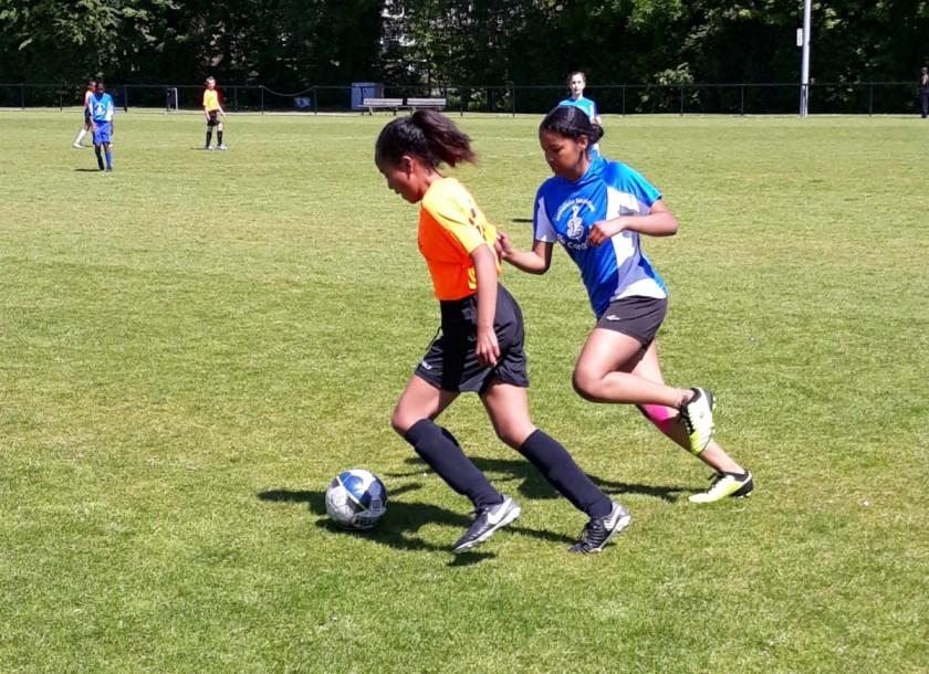 De schoolsportcommissie kan terug kijken op een fijn evenement waarin bijna elke school een voldoende haalde qua sportiviteit.