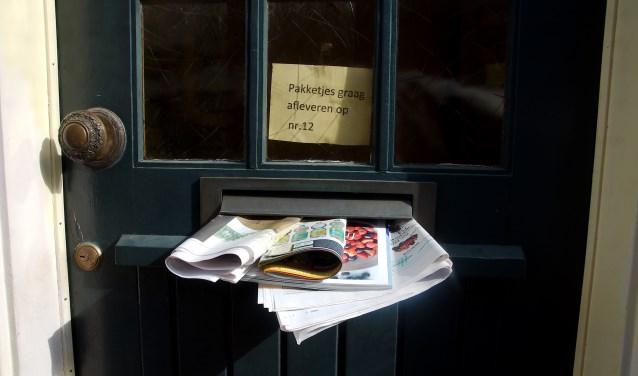 Een pakketje papier in de brievenbus is een uitnodiging aan inbrekers, om eens een bezoekje te brengen