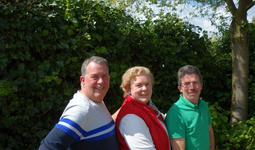 Teus Hanegraaf, Rene van de Linde en Lizette Versluis zijn klaar voor de Roparun. (Foto Michel Plass)