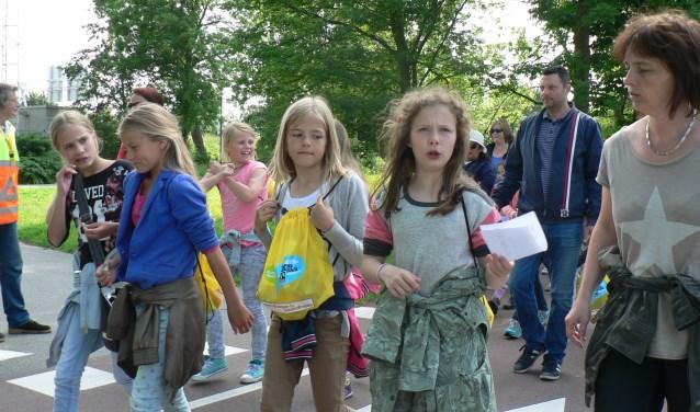De avondvierdaagse is nog altijd met ruim 2000 deelnemers erg in trek bij de Vlaardingse jeugd (FotoPeter Spek).