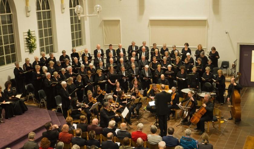 Het koor met orkest bij het voorjaarsconcert in de Immanuelkerk. Eigen foto.