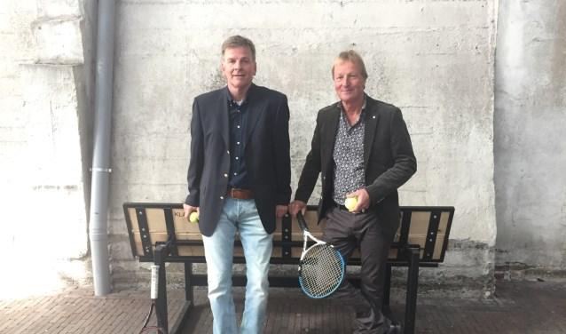 Guus van der Wolde (links) en Walter van Erven zoeken een geschikte locatie waar zij hun plannen kunnen realiseren.