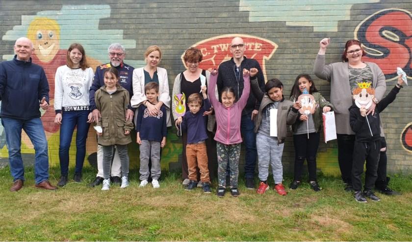 Bezoekers en vrijwilligers van Buurt- en Speeltuinvereniging De Jeugd. Foto: Rachel Gort