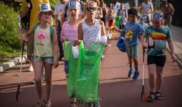 Het Avond4daagsefeest barst weer los. Ruim 300.000 kinderen in Nederland houden hun wandelroute zwerfafvalvrij.