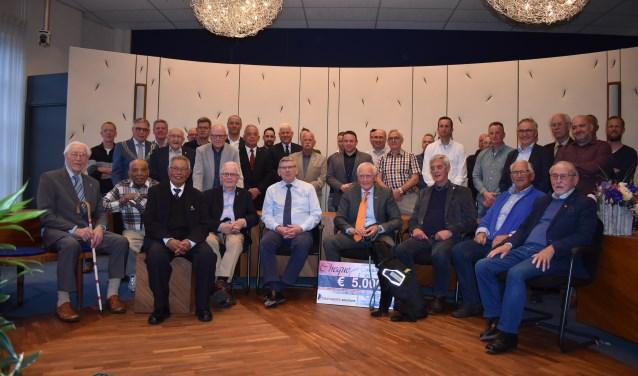 Alle veteranen uit de gemeente Wierden met oud-commandant Peter van Uhm en burgemeester Robben. Foto: Jolien van Gaalen.