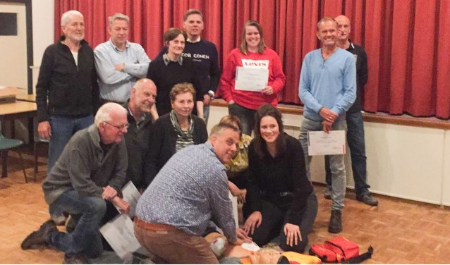De geslaagden voor de basiscursus reanimatie/AED van de EHBO vereniging in Denekamp.