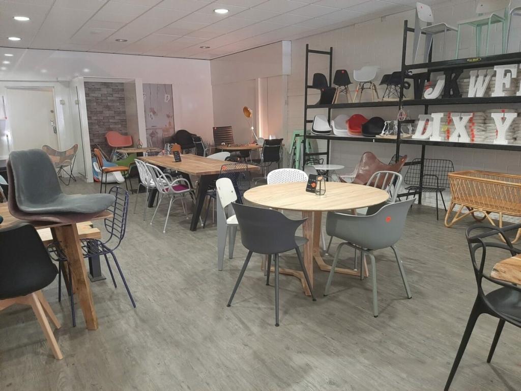 Goedkope Design Meubels.De Edese Post Nieuwe Goedkope Woonwinkel In Centrum