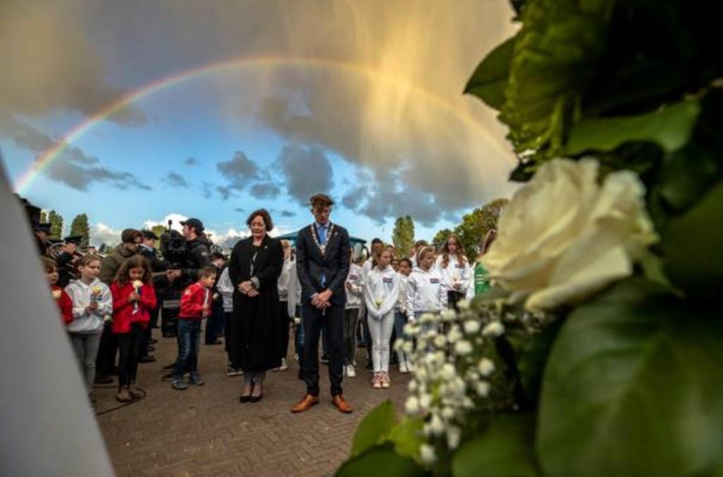 De regenboog verscheen boven Madurodam na de twee minuten stilte tijdens de Nationale Kinderherdenking 4 mei. Foto: Marianne Aalders © Persgroep