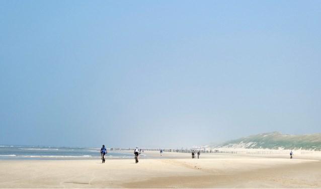 zaterdag 18 mei een ATB tocht gedaan door de duinen en over het strand in Noord Holland.