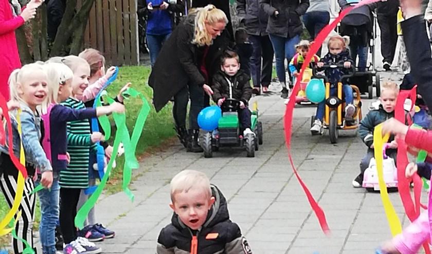 Feestelijk onthaal peuters 'Grote Ikke' op de Lambertusschool in Haarsteeg.