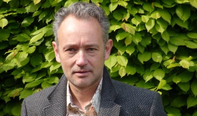 Rolf van der Leest was binnen het Poëzie Podium Oss degene die met het idee van de leegstandspoëzie kwam.