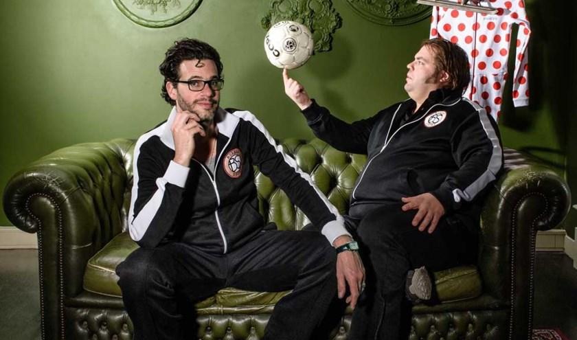 Erik Dijkstra en Frank Evenblij ontvangen in het Isala Theater internationaal voetbalscheidsrechter Danny Makkelie en oud-tennisser Martin Verkerk.