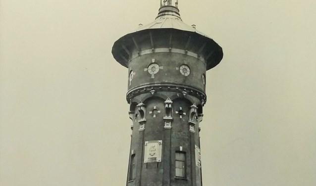 De watertoren van Zwijndrecht met oudste overkapping rond 1920. (FOTO:Collectie HVZ)