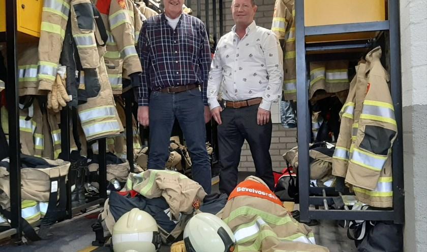 Foto: Cor van den Brink (links) en Ron Boer (rechts) zijn brandweerman in hart en nieren. Foto: Naomi Wijling.