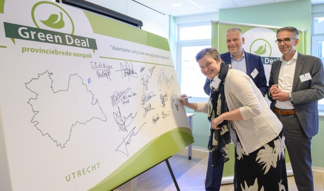 Wethouder Anne Brommersma (Duurzaamheid) heeft op 15 mei 2019 namens het college van de gemeente De Bilt de Green Deal 'Nederland op weg naar Duurzame Zorg' ondertekend. FOTO: Rene Verleg