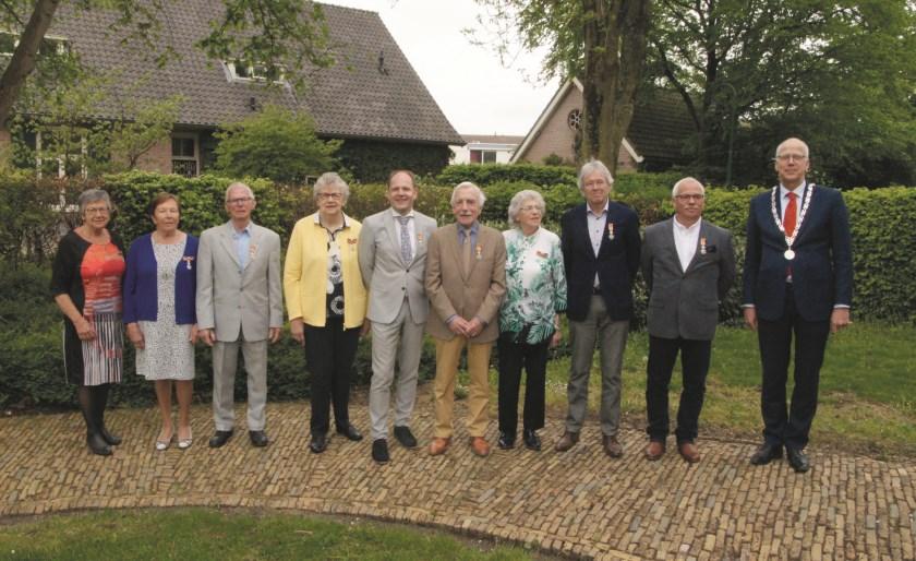 Vlnr: Hennie Tiedink, Mien Grob, Jan Klerk, Leny Jansen, Arthur Boone, Jan Wijnveld, Diny Klerk, Ed Janssen, Henk Sanders en Arend van Hout.