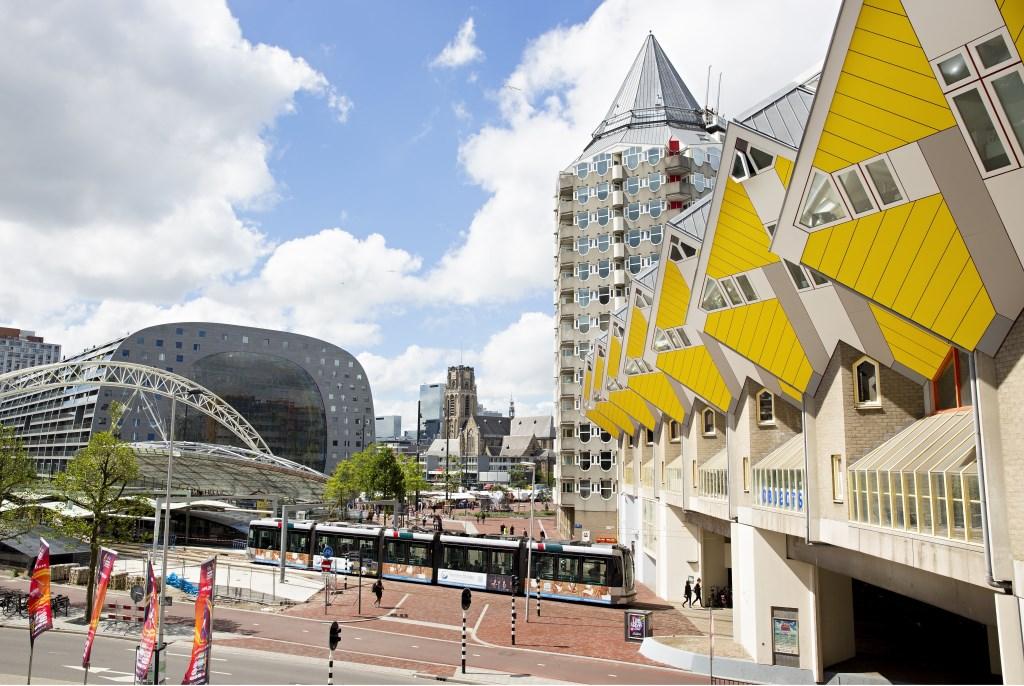 De Markthal, een begrip in binnen- en buitenland, trekt 8 miljoen bezoekers per jaar. (Foto Iris van den Broek)  © Persgroep