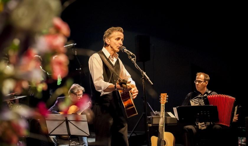 Met 'Skoren' speelt de Bende van Beuving zaterdag in de Mare. Themakoor Noord Deurningen zingt ook mee.