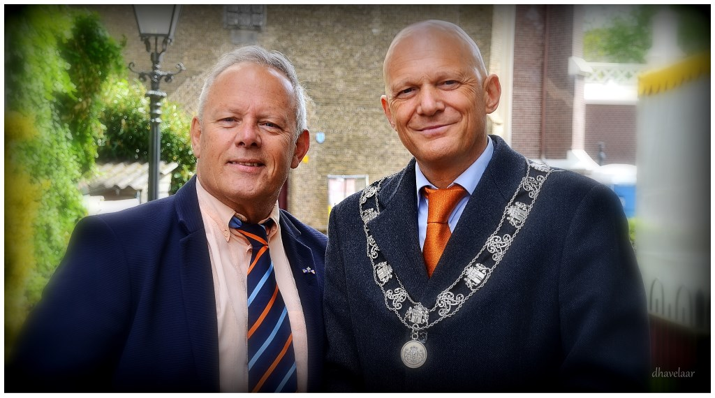 Koningsdag 2019, laatste werkdag. Met de Rotterdamse wethouder en loco-burgemeester Bert Wijbenga. (Foto: Danny Havelaar) Foto: Picasa © Persgroep