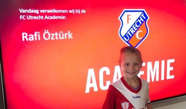 Dat Rafi Öztürk welkom is bij FC Utrecht maakt deze foto wel duidelijk.
