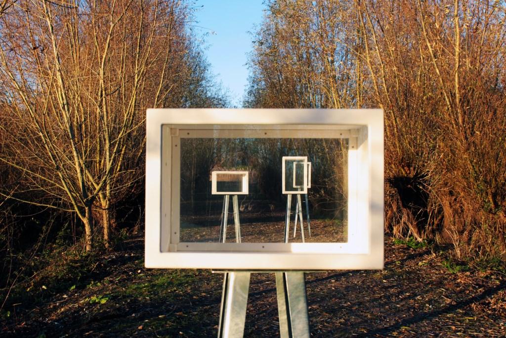 """De expo boxen van kunstcollectief Stuw-Art. Onderdeel van de kunstroute die te zien zal zijn op """"Zomer op de Zaag"""" . Foto: Nora van Krimpen © Persgroep"""