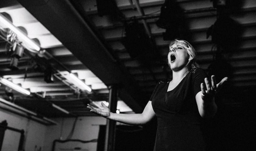 """""""Eigenlijk zou iedereen opera moeten luisteren"""", aldus Jessey-Joy. (Foto: Annelien Nijland)"""
