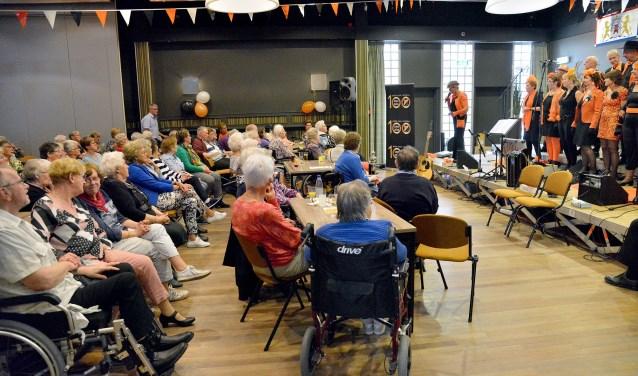 Het 100-jarige MSV'19 hield in Zalencentrum Sint Joseph een gezellige muzikale middag voor de Montfoortse senioren. (Foto: Paul van den Dungen)