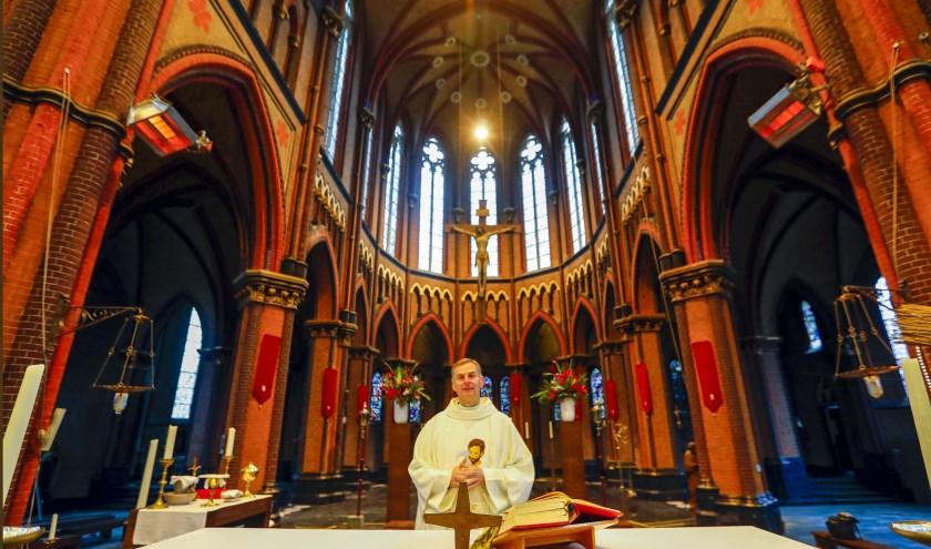 Pastoor Krzysztof Obiedzinski in 'zijn' Sint-Trudokerk in Eindhoven. Foto: Bert Jansen