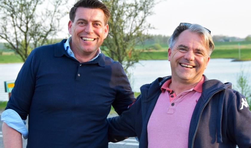 De presentatoren van de Pubquiz op de Rijnweek. (Foto: Lara van Gelderen)