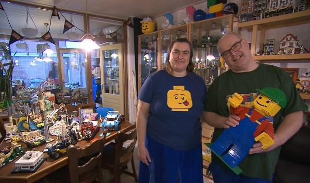 Maico en Astrid Arts hebben van hun huis een klein Lego-museum gemaakt, met om en nabij 1 miljoen steentjes. Het is maandag 6 mei te zien in het SBS6-programma 'Verzamelkoorts!'