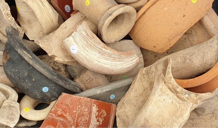Leer over Romeins aardewerk.
