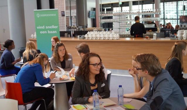 Er zijn maandelijks sollicitatieworkshops en bijeenkomsten voor werkzoekenden uit Almelo. Meer info: www.debroekriem.nl/event/sollicitatieworkshop-almelo/