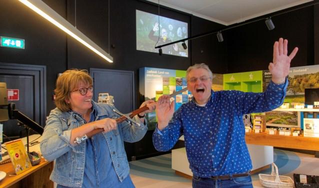 Boekhandelaren Manda Heddema en Anthoni Fierloos zijn genomineerd voor de  titel Boekverkoper van het Jaar. Foto: Carel Bruring