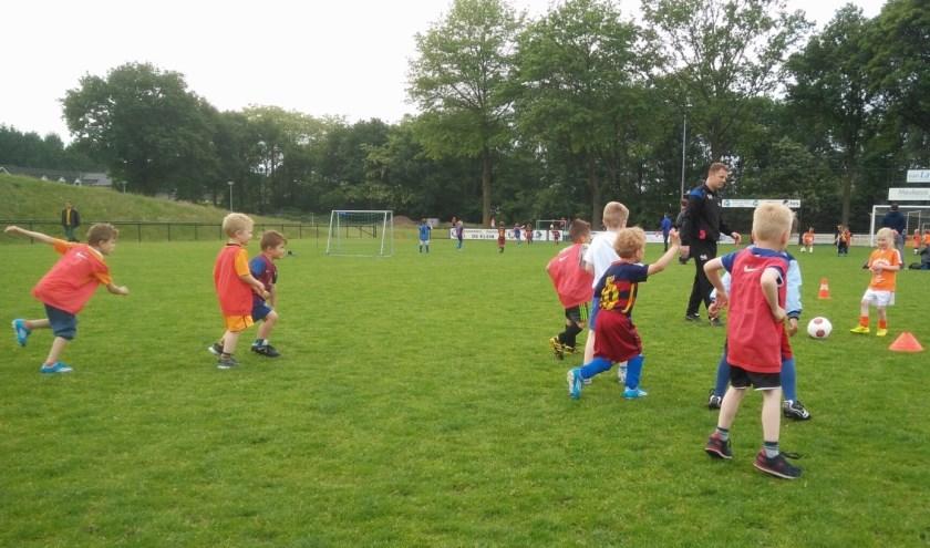 Voetballende jeugd: vier tegen vier komende woensdag bij Juliana Mill.
